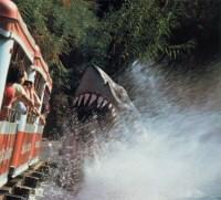 Jaws attacks the GlamorTram