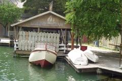 jaws_bgboat