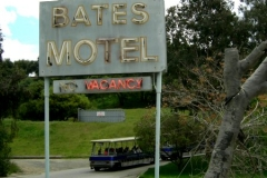 psycho_motel_sign
