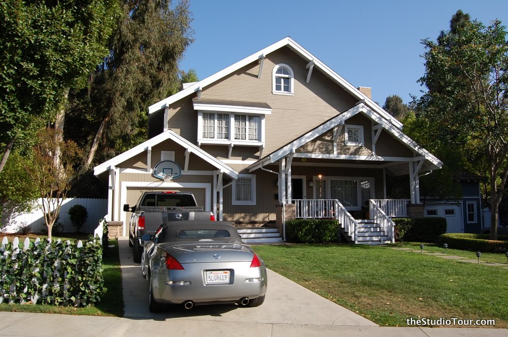 Unexpectedness! desperate housewives wisteria lane houses apologise