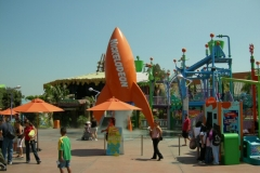 Overview of the Nickelodeon Blast Zone with the repainted rocket (September 2006)